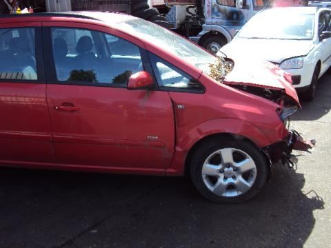 Breaking Vauxhall Zafira for spares #2
